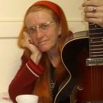 Del Rey with Supro guitar